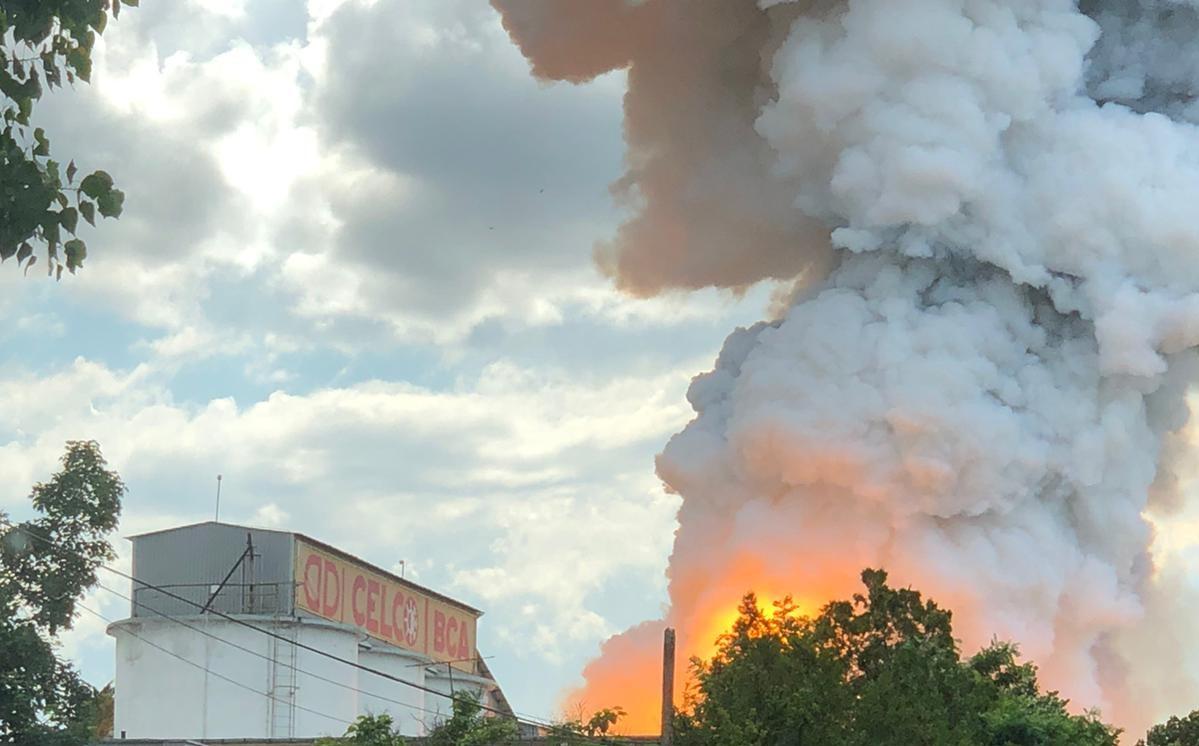 FOTO & VIDEO | Incendiu puternic, sâmbătă, la un depozit de aluminiu al unei fabrici de BCA din Constanţa