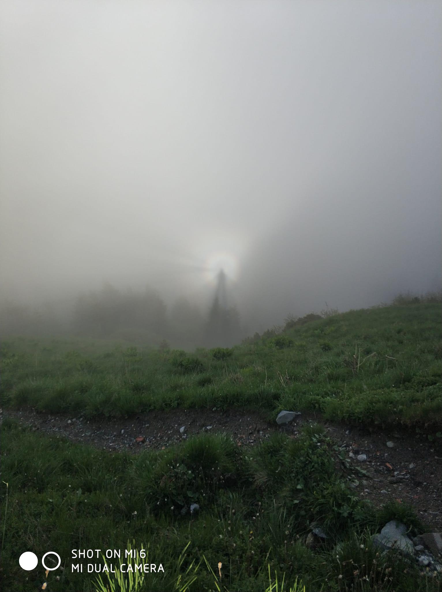 Efectul Gloria, un fenomen extrem de rar, surprins pe Muntele Ceahlău. Cum se formează VIDEO și GALERIE FOTO