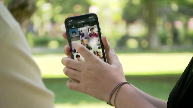 Videoclipuri pe teme de educaţie sexuală, postate pe TikTok. Au adunat deja 75 de milioane de vizualizări