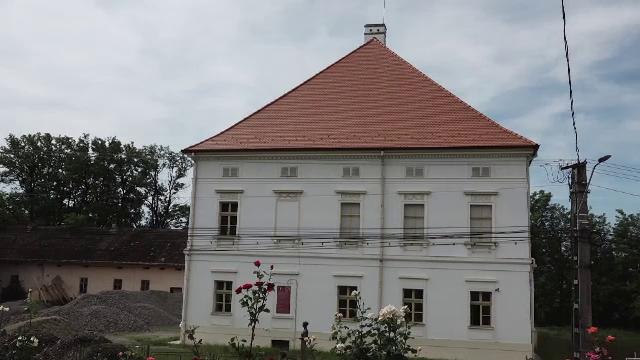 Transilvania se mândrește cu cele mai frumoase castele ale României. Povestea inedită a Castelului Rhedey din Mureș