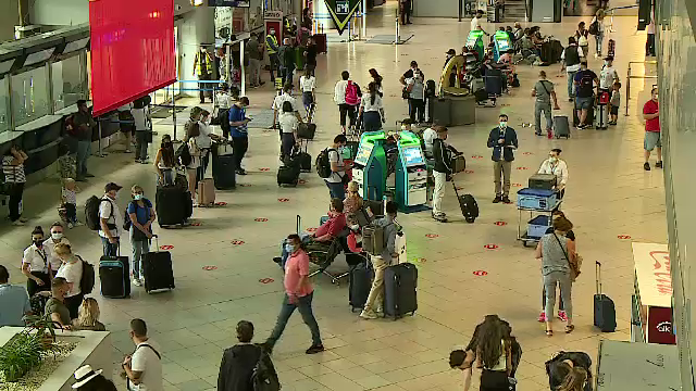 Efectele pandemiei încă se simt în aeroporturi. Ce trebuie să știi dacă zbori în străinătate