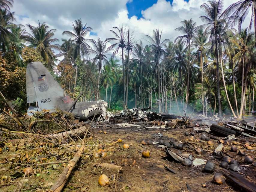 Bilanțul accidentului aviatic din Filipine crește dramatic. Au murit și civili aflați la sol