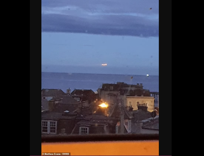 Un englez susține că a fotografiat un OZN timp de zece secunde deasupra unei faleze