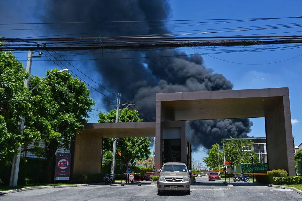 Incendiu de proporții în urma unei explozii, în Thailanda. O persoană a murit și alte 27 au fost rănite