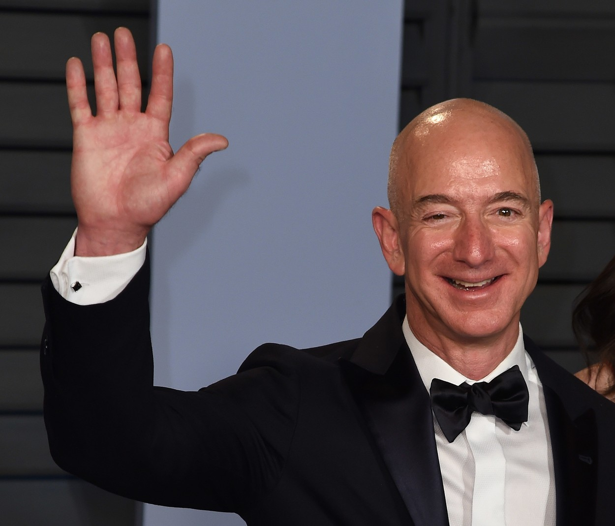 Jeff Bezos a demisionat din funcția de director general al companiei Amazon