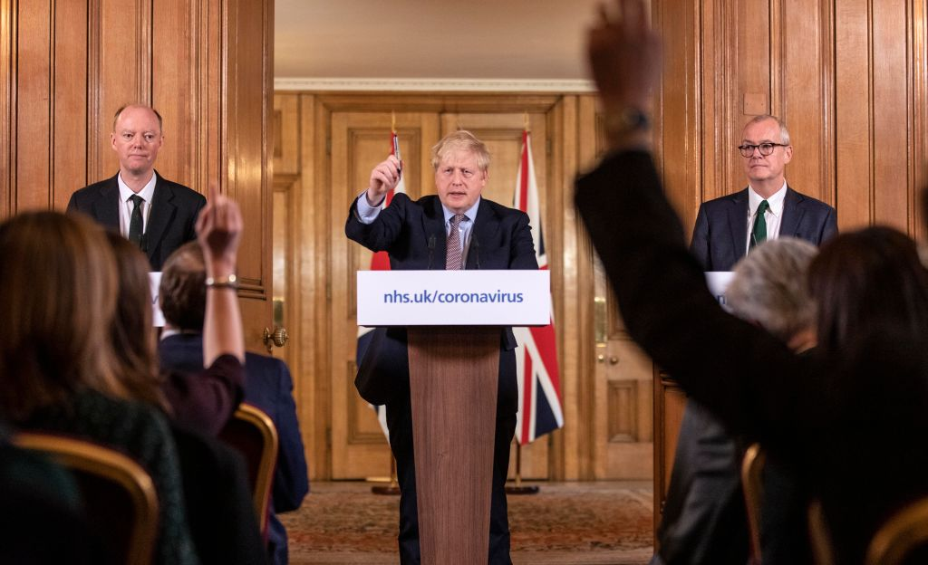 Boris Johnson anunță noi măsuri de relaxare în Anglia. Purtarea măştii nu va mai fi obligatorie