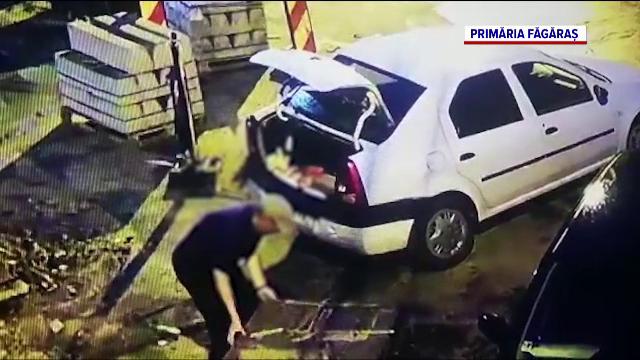 Filmat de Primăria Făgăraș când fura borduri de pe șantier. Ce s-a întâmplat cu hoțul când au ajuns polițiștii