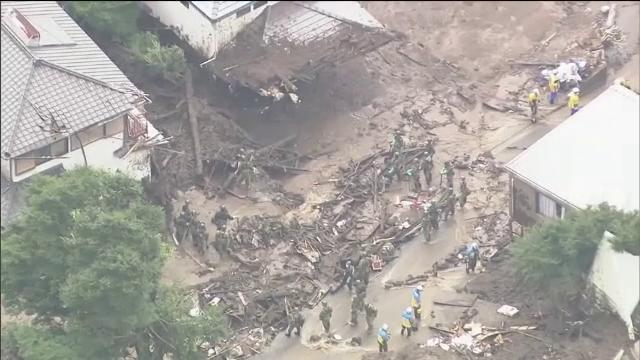 Situație critică în Japonia. Autoritățile se luptă cu tonele de nămol pentru a găsi supraviețuitori după alunecarea de teren