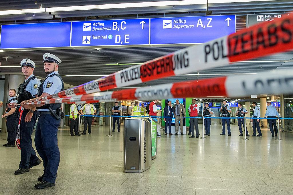 O persoană a fost înjunghiată pe aeroportul din Dusseldorf. Agresorul a reușit să fugă
