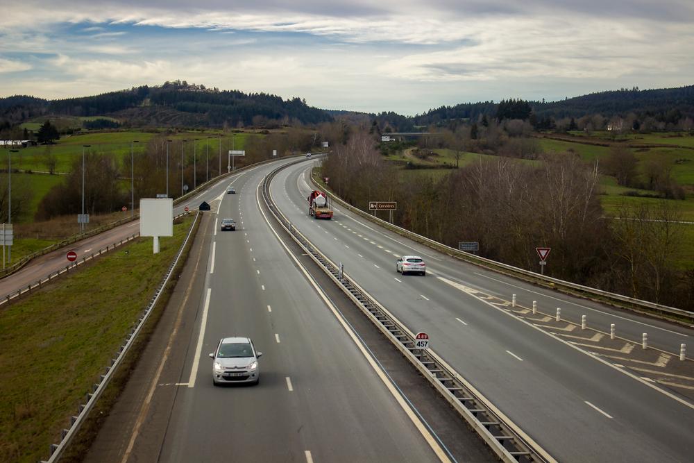 Accident grav pe o autostradă din Franța. O șoferiță de 93 de ani a întors mașina și a mers pe contrasens