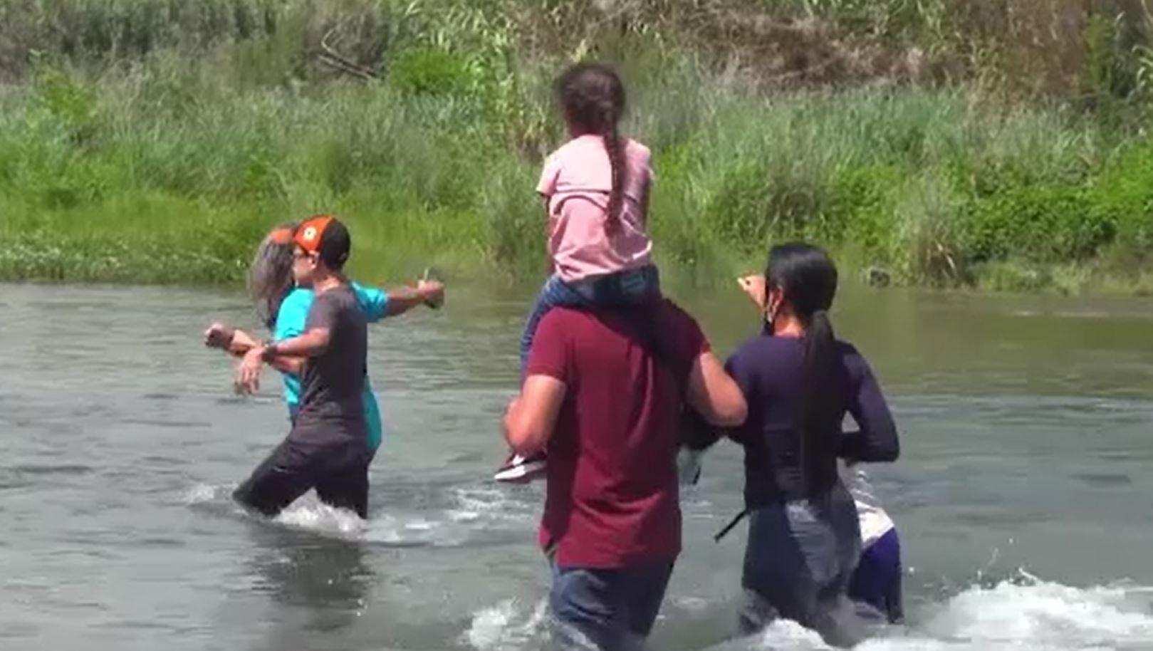 Statele Unite, asaltate de mii de romi din România, care încearcă să treacă ilegal granița