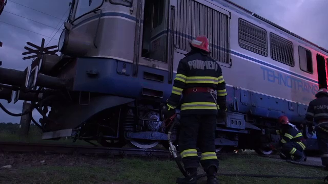 Panică în Câmpulung Muscel. Un tren cu 1400 de tone de zgură, la un pas de a lua foc
