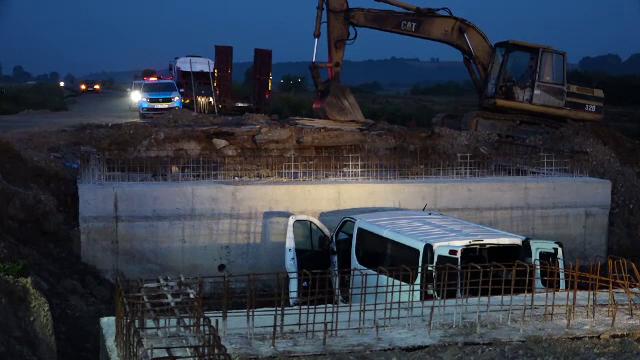Accident grav în Maramureș. Un microbuz cu muncitori români din Germania a căzut într-o groapă