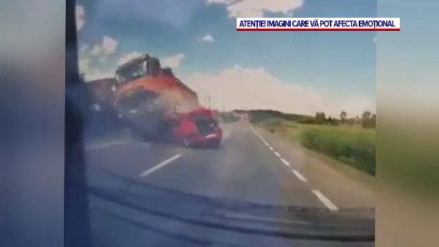Momentul în care o familie este spulberată de un camion în Cluj, surprins de o cameră de bord