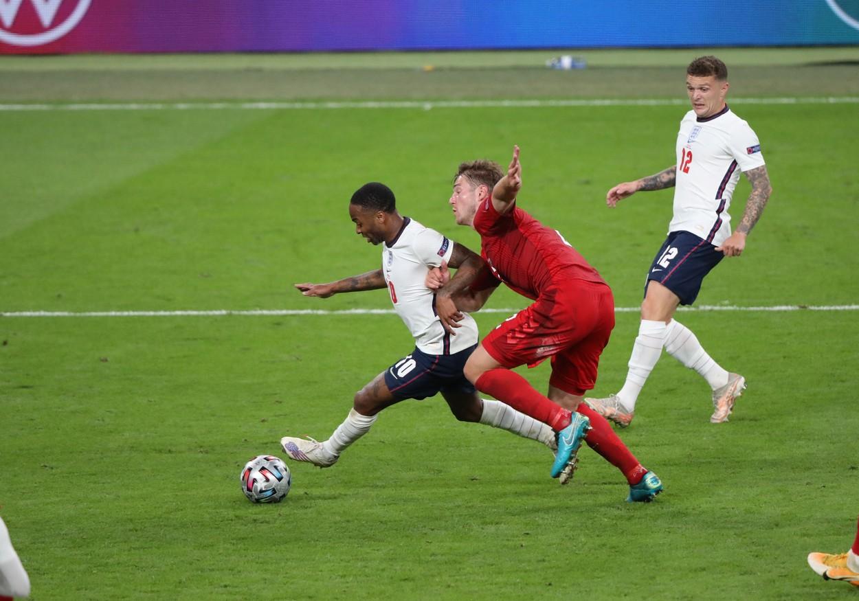 A fost acordat corect penalty-ul care a trimis Anglia în finala EURO 2020? Răspunsul unui mare arbitru