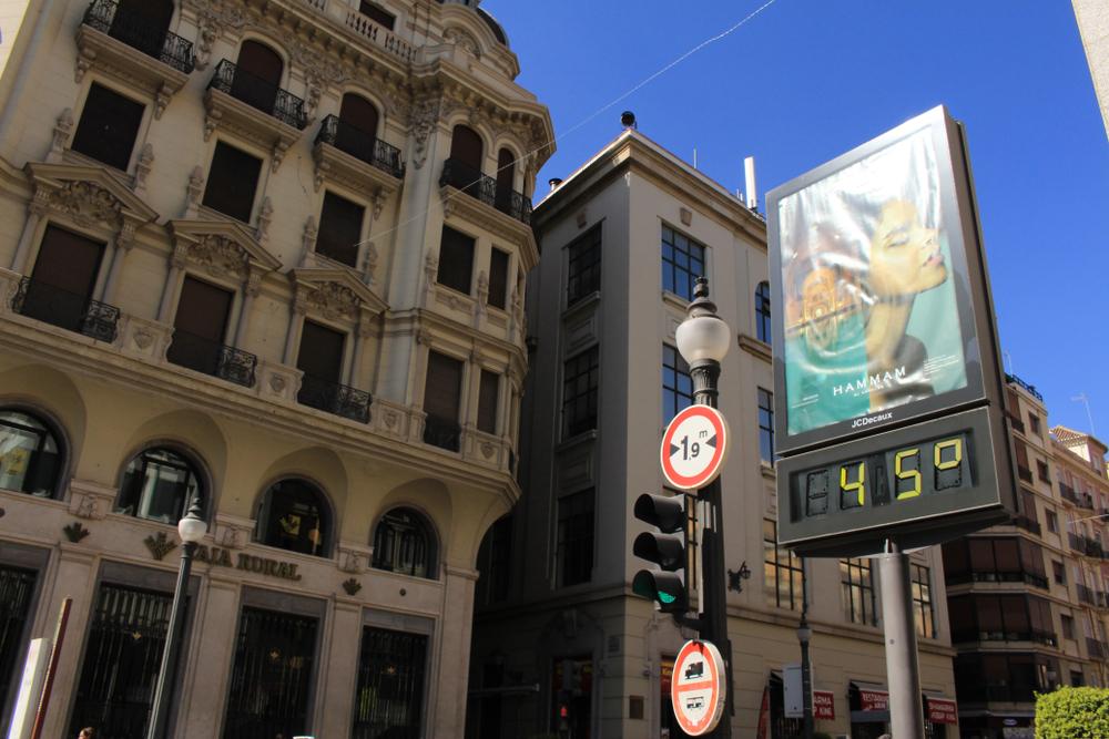 MAE, atenţionare de călătorie: Coduri galben şi portocaliu de vânt şi caniculă în Spania