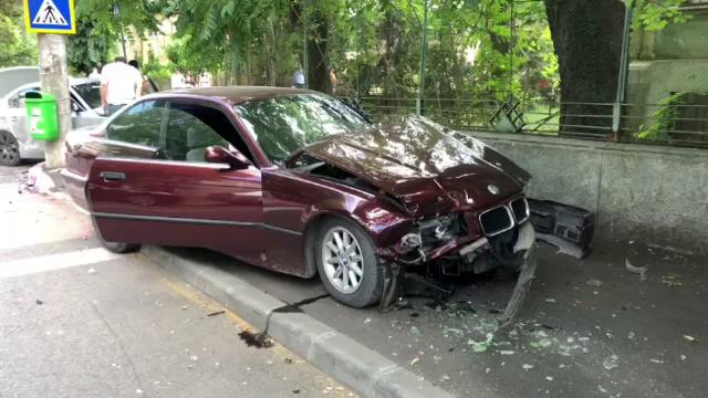 Un șofer a rănit doi copii în timp ce încerca să scape de poliție, în Târgoviște