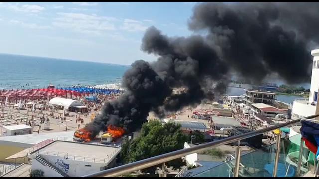 Incendiu puternic pe plaja din Eforie Nord. Două rulote parcate pe plajă au luat foc