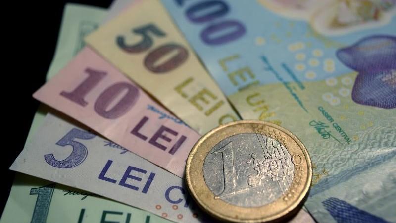 Euro a atins vineri un nou maxim istoric în raport cu leul. Cursul afişat de BNR: 4,9281 lei/euro