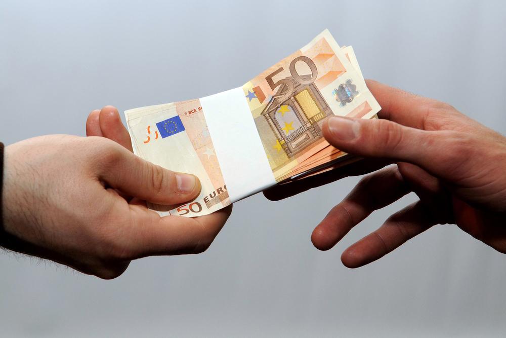 Românii vor trecerea la euro. 75% susțin adoptarea monedei unice europene