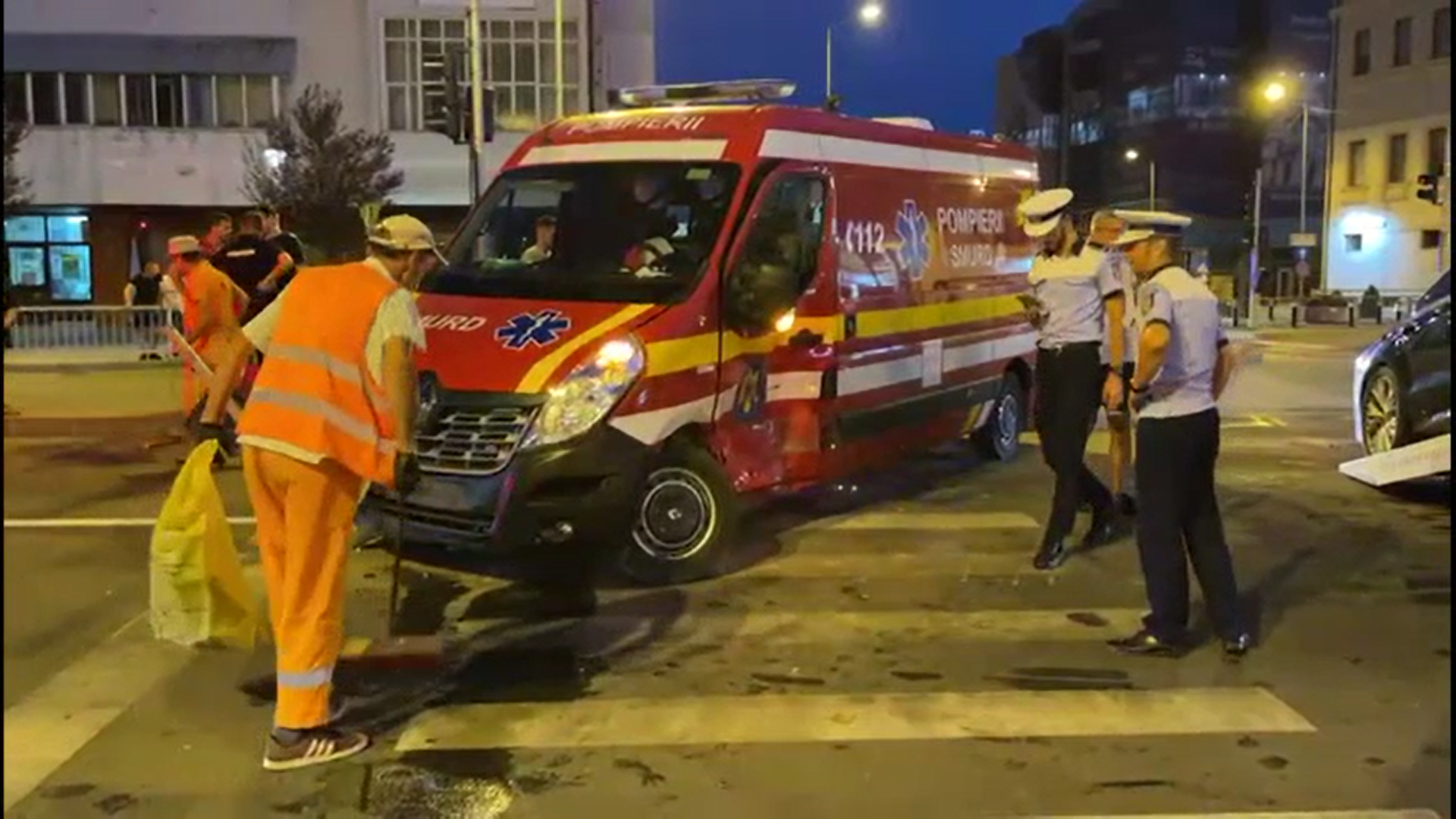 Accident grav în Craiova între o mașină și o autospecială de pompieri. O persoană a ajuns la spital