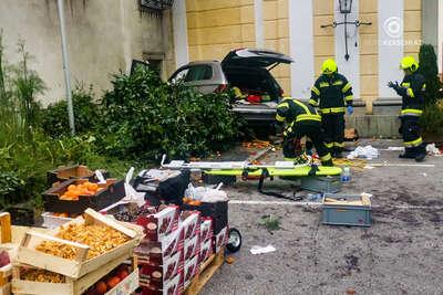 13 răniți după ce o maşină a intrat în mulţime într-o piaţă din St. Florian, Austria. Şoferul are 87 de ani
