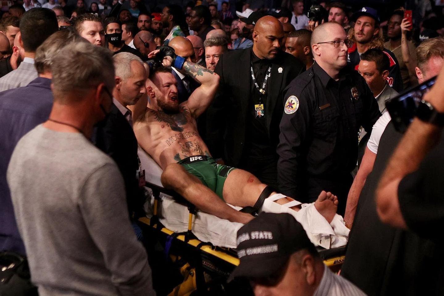 Conor McGregor a ieșit cu succes din operație după ce și-a rupt piciorul în prima rundă cu Dustin Poirier