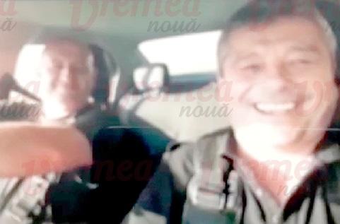 VIDEO. Doi agenți de la Poliția Locală Bârlad s-au filmat când cântau și dansau pe manele în mașină