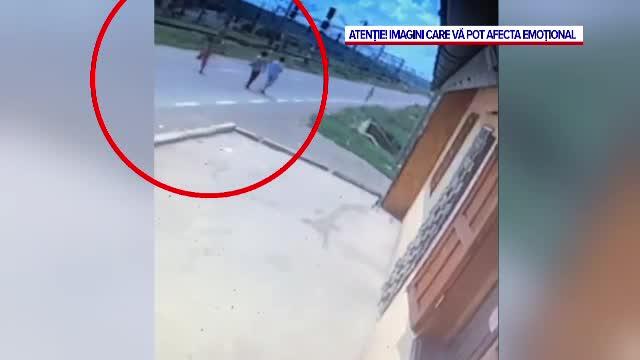 Tragedie filmată pe șosea. Un băiat de 10 ani a fost lovit mortal de o mașină, în Iași