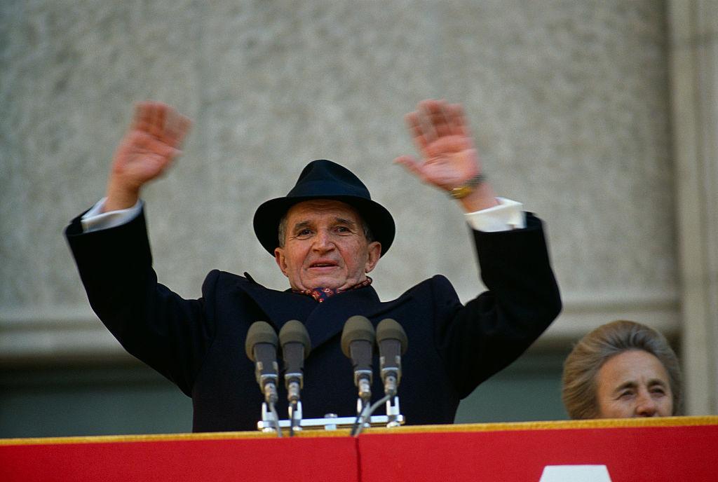 Obiecte care i-au aparţinut lui Ceauşescu, scoase la licitaţie. Prețurile încep de la câteva sute de euro