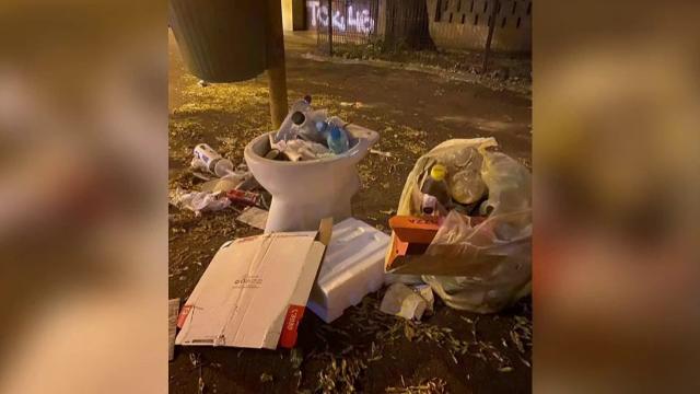 Primarul Sectorului 1 și Romprest se ceartă, locuitorii se îmbolnăvesc în gunoaie. Nimeni nu știe când se va reveni la normal