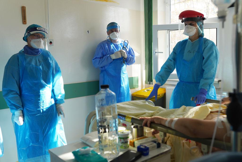 Cîțu: Există propunerea ca personalul medical care refuză vaccinarea anti-COVID să fie testat contra cost