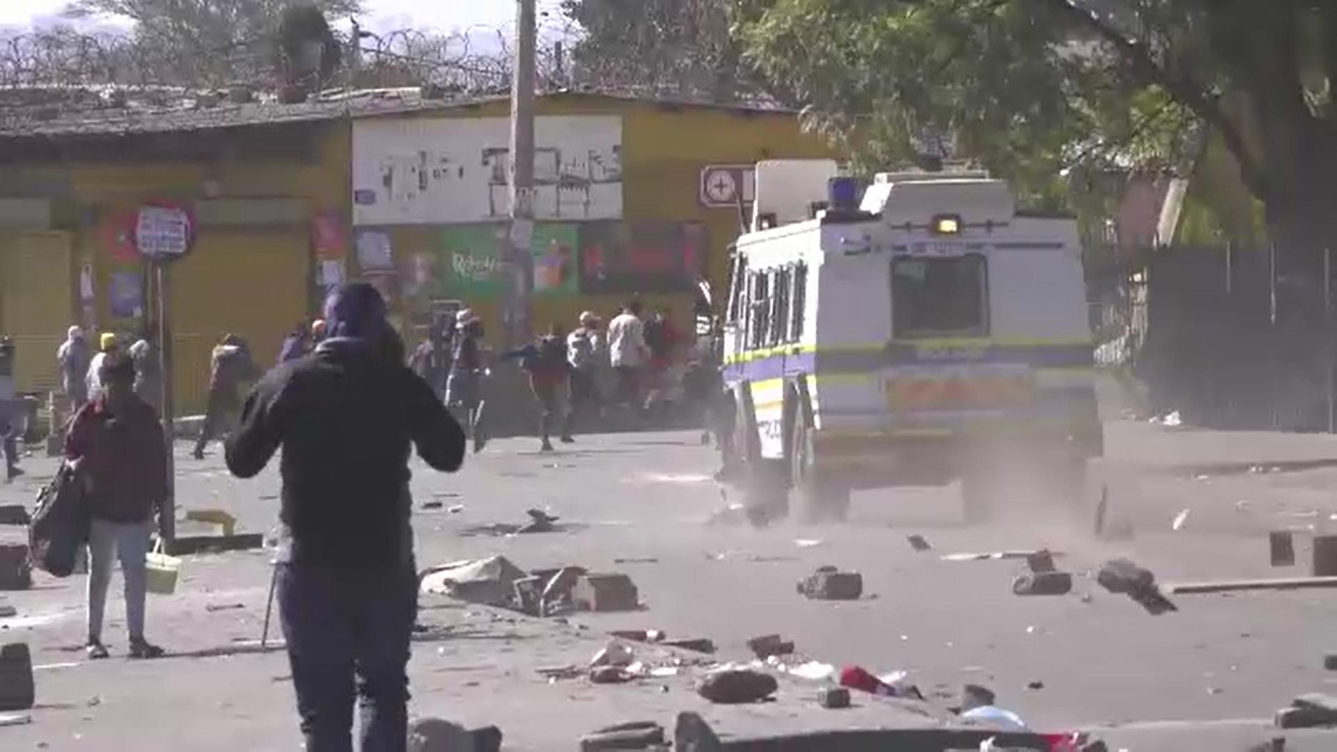 Bilanţul violenţelor şi jafurilor care au loc în Africa de Sud a crescut la 72 de morţi