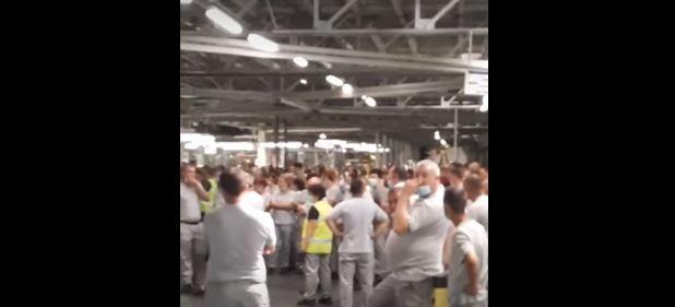 VIDEO. Protest spontan la uzina Dacia: sute de angajați au refuzat să mai muncească. De ce sunt nemulțumiți