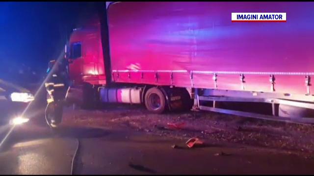 Accident grav de circulație pe DN64. Un bărbat, aflat la volanul unui tractor, a murit după ce s-a izbit de un TIR