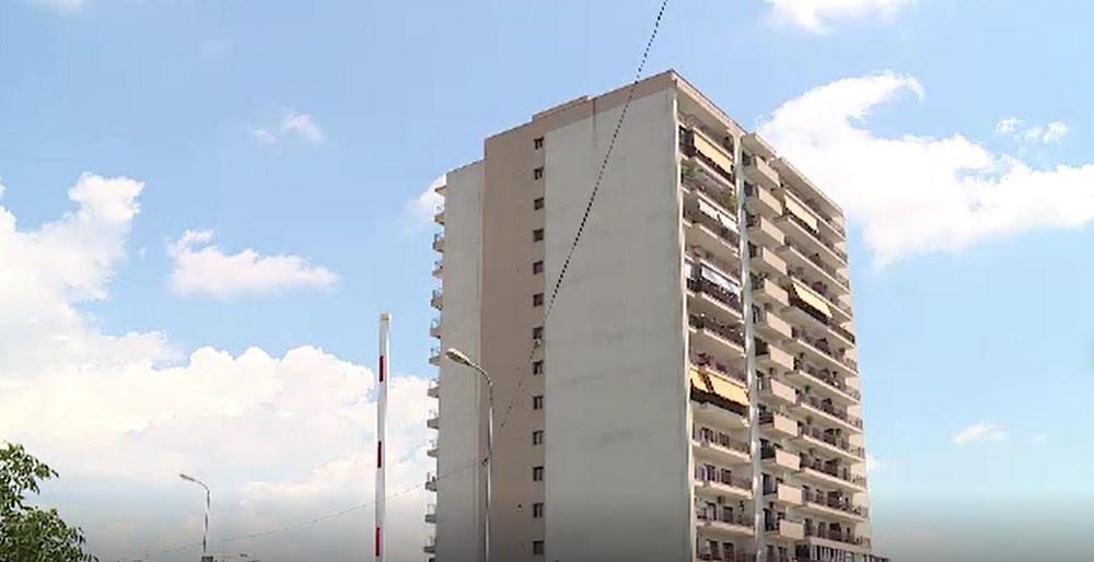S-a întâmplat în Sectorul 6 din București. Un bloc de 10 etaje a fost construit fără să aibă drum de acces