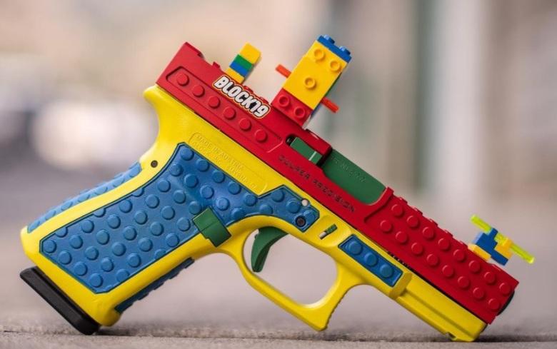A apărut pistolul care seamnă cu o jucărie Lego. Oamenii sunt indignați