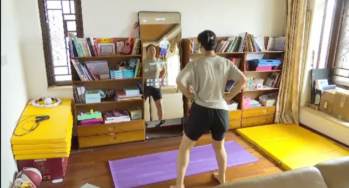 Cum să faci exerciții în mod profesionist acasă: Antrenorul personal, înlocuit cu oglinda inteligentă