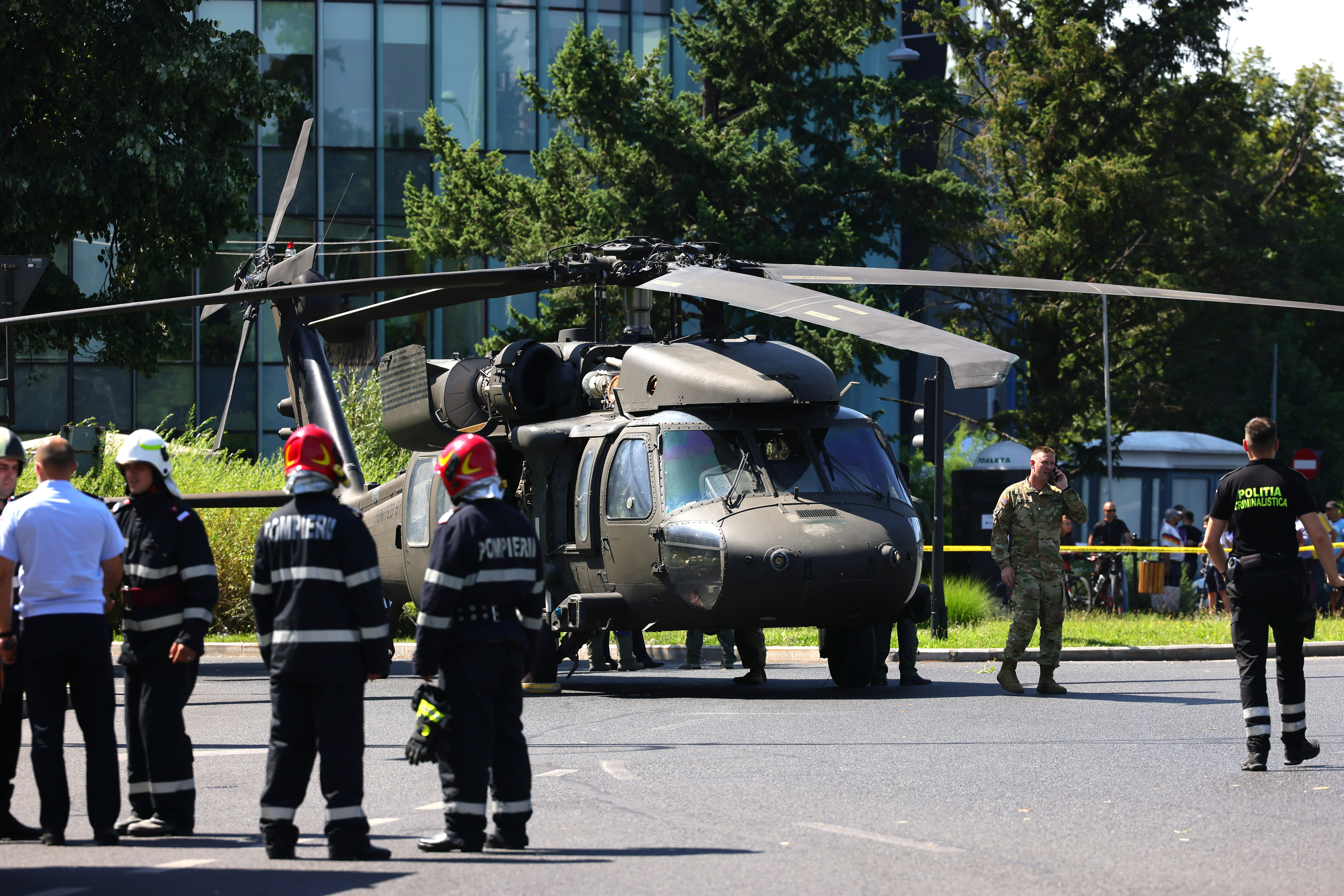 Cauzaaterizării elicopterului Black Hawk în Piaţa Charles de Gaulle
