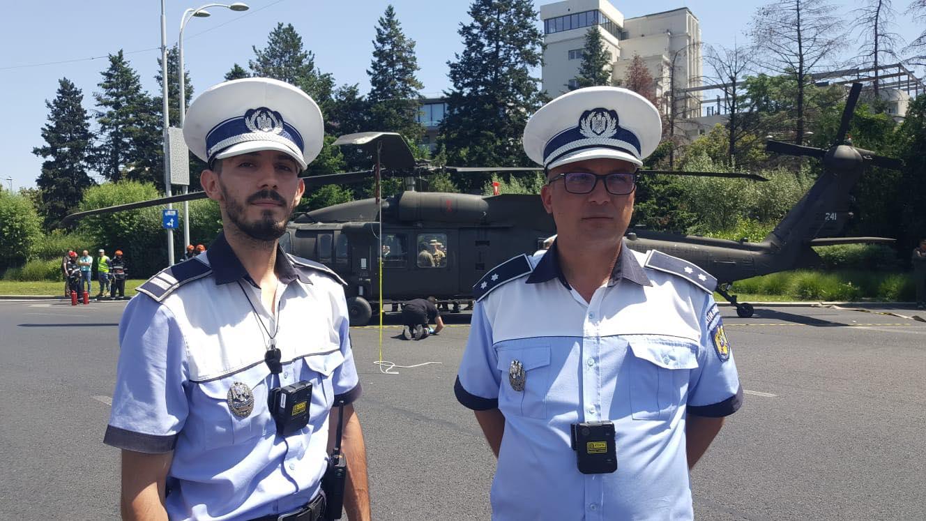 Intervenția salvatoare a doi polițiști de la Rutieră, înainte ca elicopterul american să aterizeze forțat în intersecție