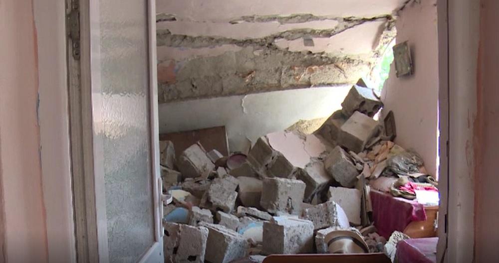 O femeie și un bărbat au rămas pe drumuri, după ce o explozie puternică le-a distrus casa