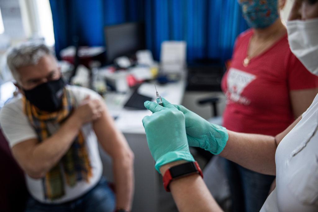 Ungaria începe din august vaccinarea cu a treia doză de ser anti-COVID. Toate cadrele medicale vor fi vaccinate obligatoriu