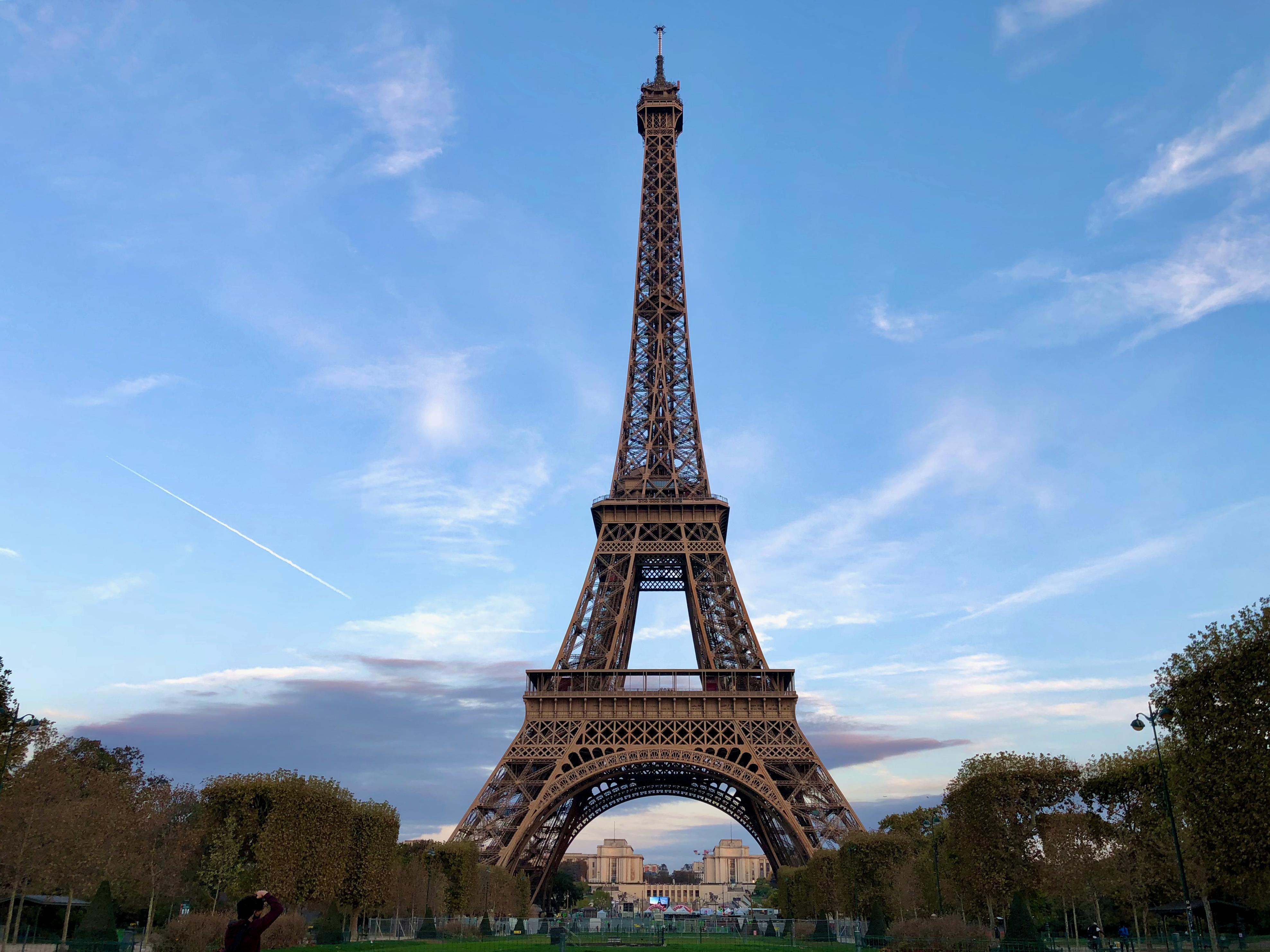 Turnul Eiffel a fost redeschis vineri, după 8 luni de la închiderea sa din cauza pandemiei de Covid-19