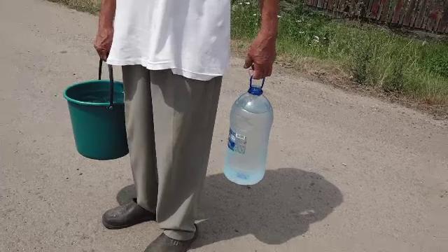 Situație revoltătoare în județul Mureș. Mii de oameni stau fără apă din cauza rețelei suprasolicitate și a secetei