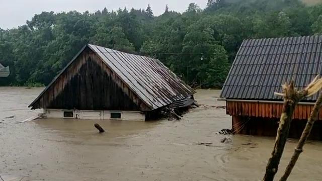 Inundații devastatoare în vestul Europei. Germania a mobilizat armata pentru a evacua oameni