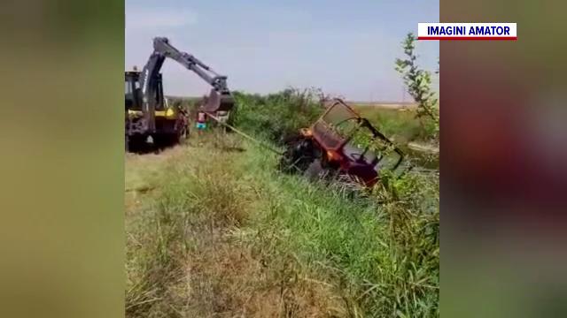Sfârșit cumplit pentru un bărbat de 54 de ani, după ce s-a răsturnat cu tractorul într-un canal de irigații