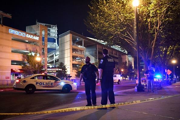 Incident armat în exteriorul unui stadion din Washington. Patru persoane au fost rănite