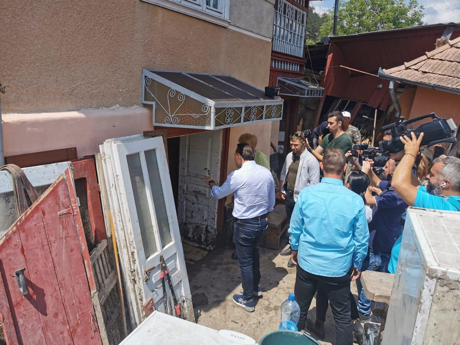 Premierul Cîţu: Vor fi oferite sume fixe de bani celor afectaţi de inundaţiile din Alba