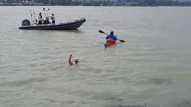 Cursa în care Avram Iancu voia să înoate 3 zile în Lacul Balaton, oprită de o furtună. Ce se va întâmpla cu recordul mondial