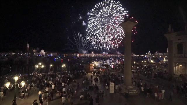 Peste 25.000 de oameni au urmărit în Veneția artificiile de Sfântul Salvador